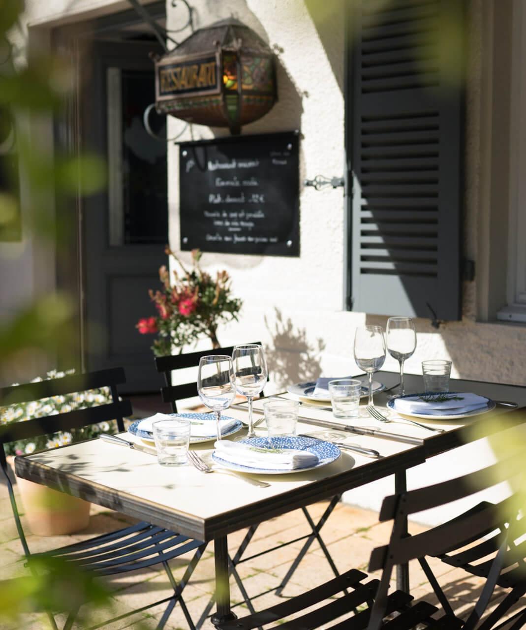 Terrasse du restaurant Le Coq à Juliénas
